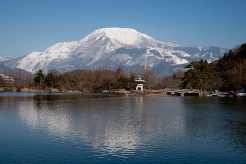 伊吹山と三島池.jpg