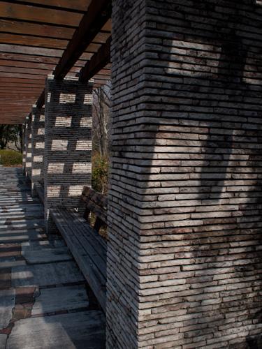 文化公園のベンチ.jpg