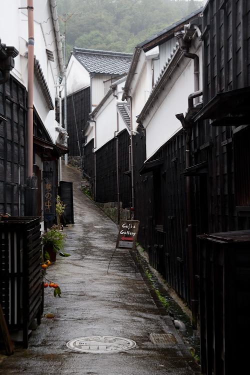 雨のマンリン小路.jpg