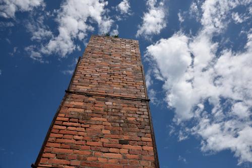 青空と煙突.jpg
